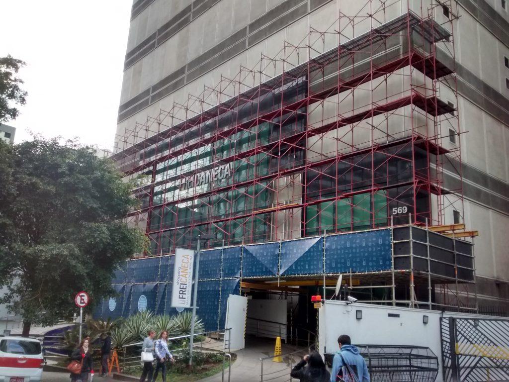 SHOPPING FREI CANECA – Consolação, São Paulo - Andaime Fachadeiro sobre H20 e Andaime Multidireciol p/ Reforma