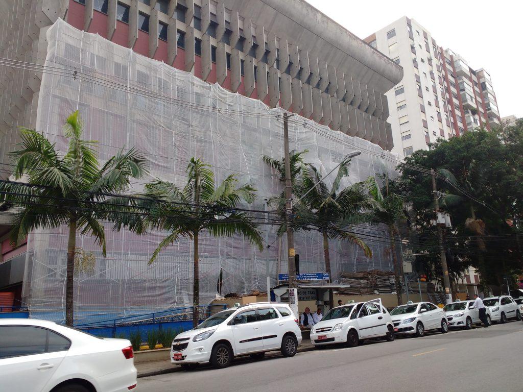 CLUBE HEBRAICA – Pinheiros, São Paulo - Andaime Fachadeiro e Tela de Fachada p/ Reforma