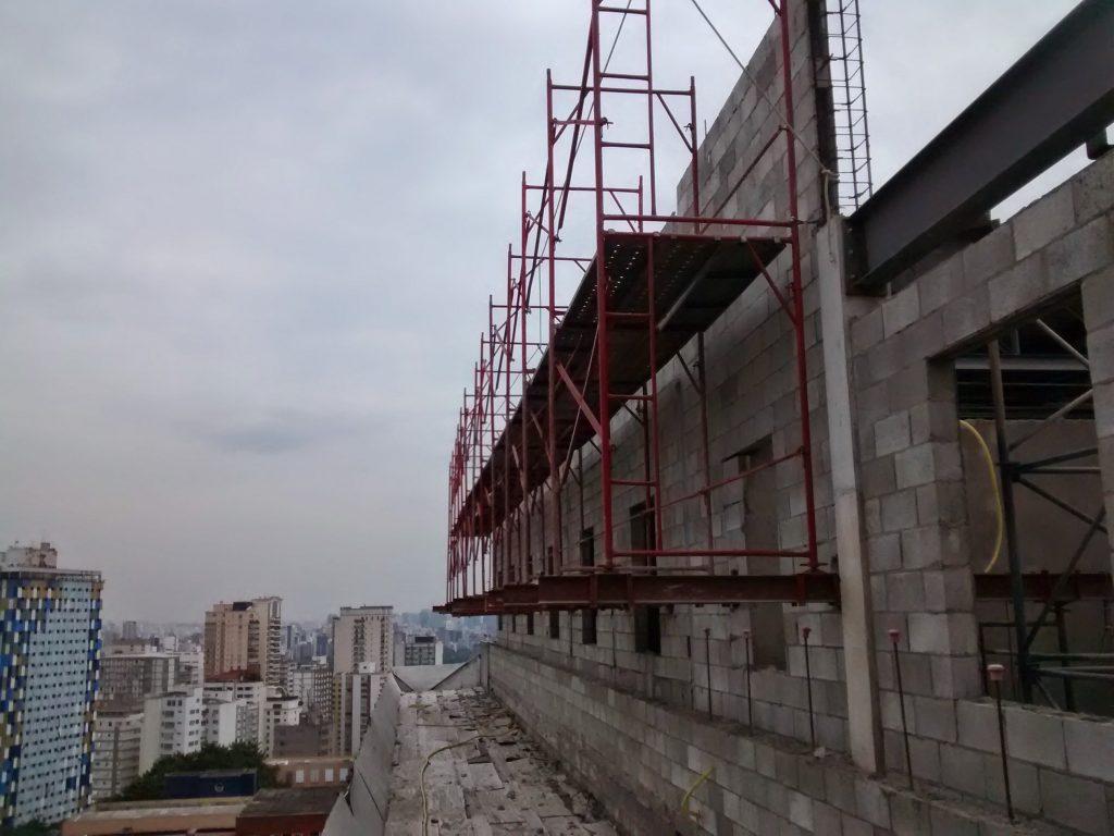 HOSPITAL DAS CLINICAS - Cerqueira César, São Paulo -  Andaimes Fachadeiros sobre Estrutura Metálica p/ Manutenção